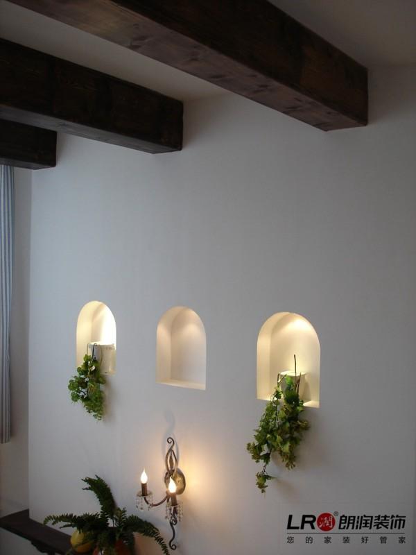 墙面的小细节的处理,看似简单,却有大文章,在慵懒的黄昏,开启墙上小灯,温暖静谧。