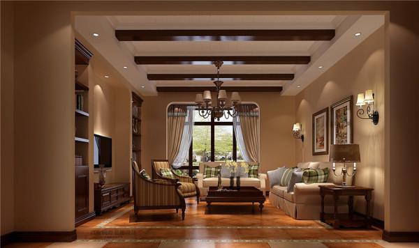 木质条形吊顶、棕色书架外配置花纹色条形沙发家具,使整个房间有条理性且舒适温馨!