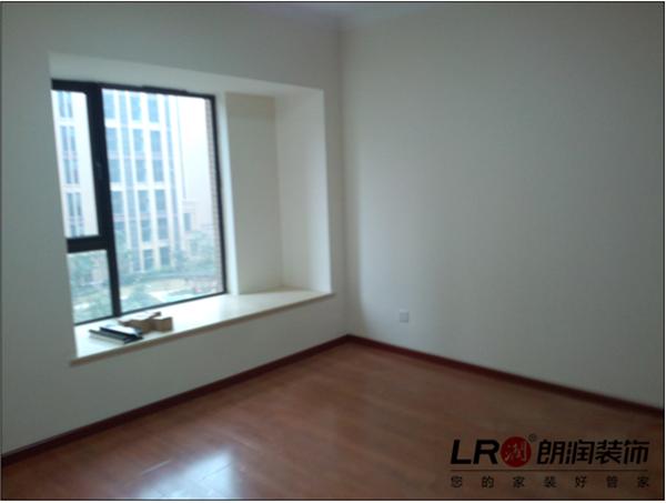 卧室铺完木地板以及飘窗处理后图案