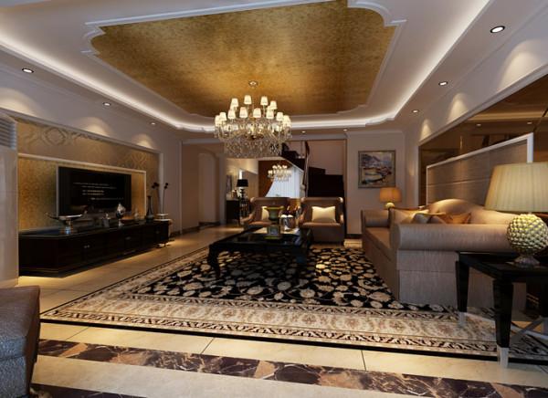 用镜面的作装饰,天花和墙面的有时以弧面相连,顶面采用石膏圈线,内嵌金色壁纸,色彩明快,柔和,清淡却豪华富丽,转角处布置壁画,表现出高贵典雅贵族之气