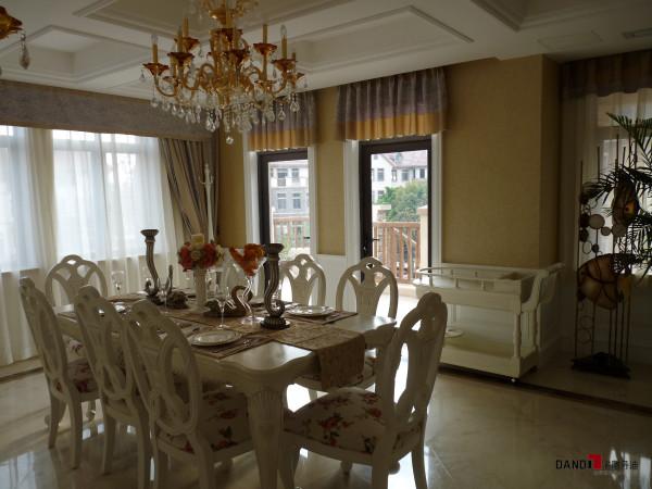 名雕丹迪设计-星洲湾别墅-欧式风格餐厅:典型欧式风格餐桌椅,体现一种欧式贵族生活态度。