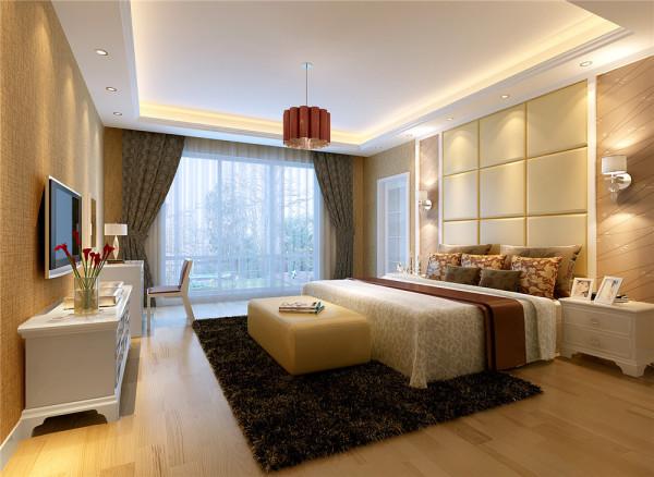 卧室淡黄色系的温暖氛围中搭以深色窗帘地毯,并突出设计了床头墙,显示主人品位不俗,与客厅整体风格协调统一。