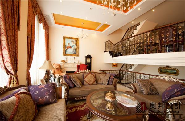 客厅的设计素雅温馨体现了美式风格的优雅气质