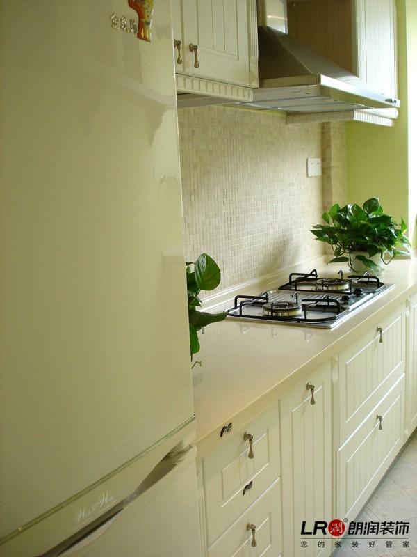 厨房的整体色彩就像一个绿苹果的色彩,诱人的厨房一定也能做出美味的餐点哦。