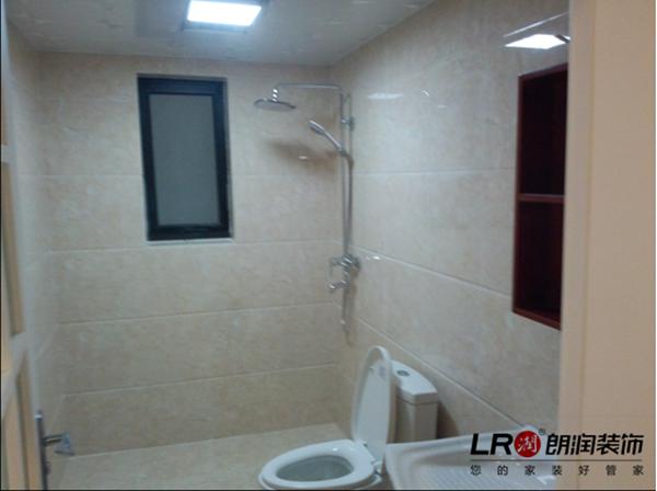 卫生间铺完砖以及洁具安装后图样