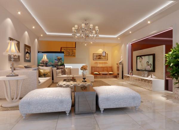 深红色烤漆玻璃应用在背景墙上与银色饰品,镜面电视柜门带来现代感极强。