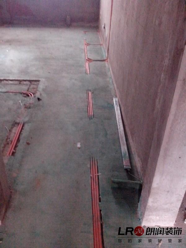 注意细节。地面绿色地固,电路改造横平竖直。