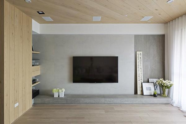 天花板是浅色木纹,斜纹使空间活泼且有延伸效果。