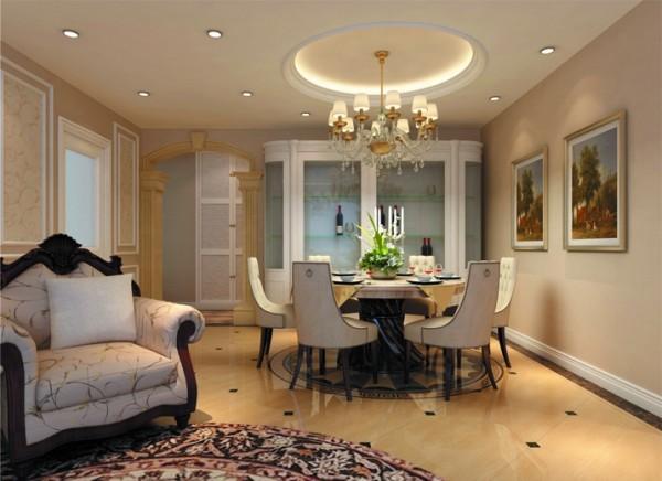 设计理念:顶面圆形的吊顶与餐桌的相互呼应,让人感觉很温馨,墙面的造型,罗马柱很有欧式风格的特点。 亮点:白色的餐边柜即美观又实用,与其他元素相互联系。
