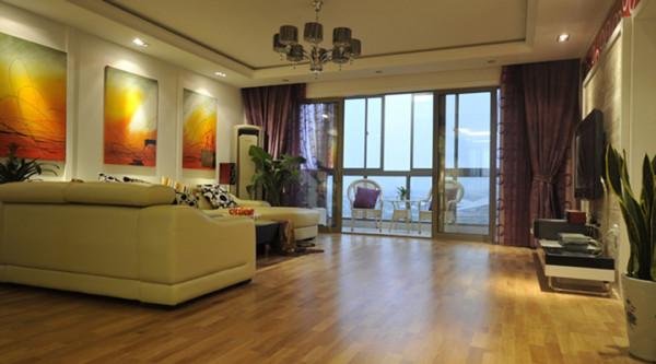 客厅主要让空间变的更加的大气。颜色上主要以白色系为主,配以少量的咖啡色与墙面灰色相呼应,让两个空间的衔接非常的自然,也能让空间不再显的单调。