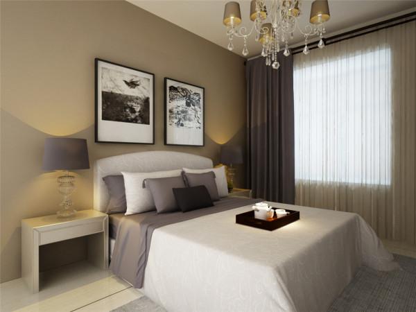 通过后期色彩呼应,以及软装配饰的结合,使得空间感更加独特。将简约风格发挥的淋漓尽致。    米黄色的墙面使得空间感更加温馨,也使得后期家具搭配也变的局限性小点。