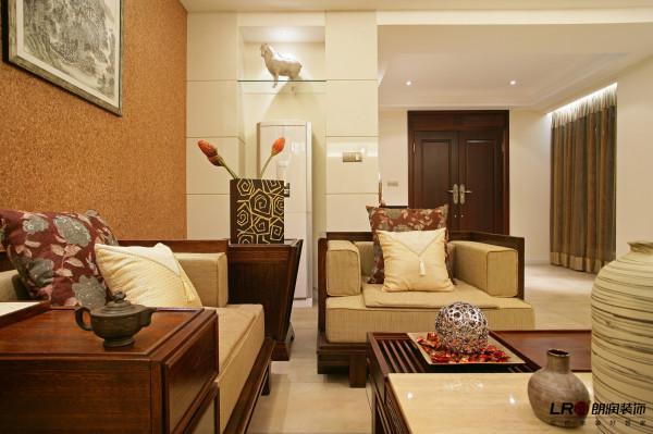 客厅沙发的细节,每一个点每一个面,都表现出中国式浓浓的文化韵味。