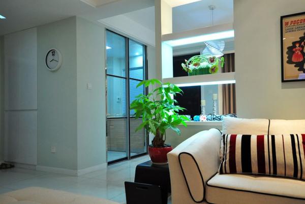 简单的设计,以白色为主,加以绿色植物的点缀,更加的接近自然,舒心!