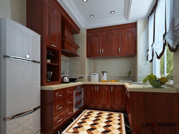 厨房采用红胡桃实木橱柜,地面拼花,整体色调古典而奢华。