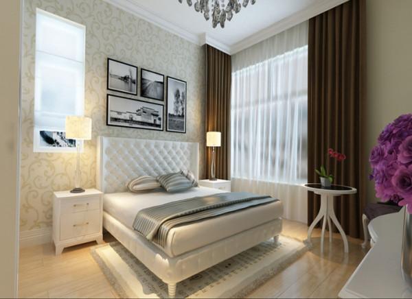 设计理念:主卧作为业主休憩的场所,已不再需要过多的装饰,一面简欧图腾壁纸,点缀主卧单调的空间。