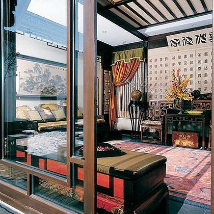 摩羯座家居:艺术传统古典    浓浓的亲情与个人所取得的成绩融入到居家装饰设计中,还会不遗余力地寻找贵重的丝织品、大气的家具。迷恋