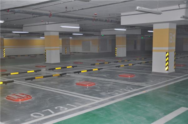 小区地下停车场