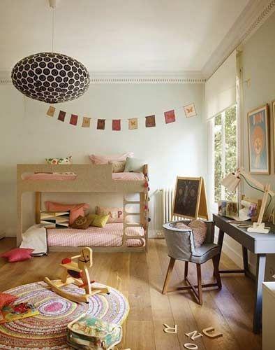 装饰精致的儿童房,犹如童话一样,让孩子在乐园中嬉戏玩耍,健康成长。