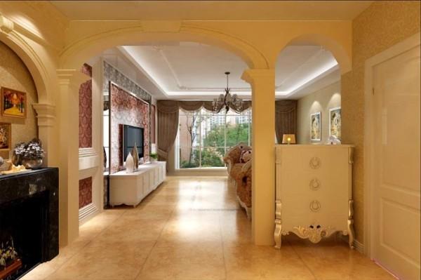 大气的罗马柱,把客厅和其他区域分隔开,增添了空间的实用性