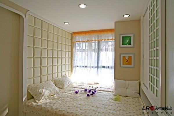 儿童房的榻榻米式的连体床,像公主房一样的梦幻的色调布局,童话般的完美诠释。
