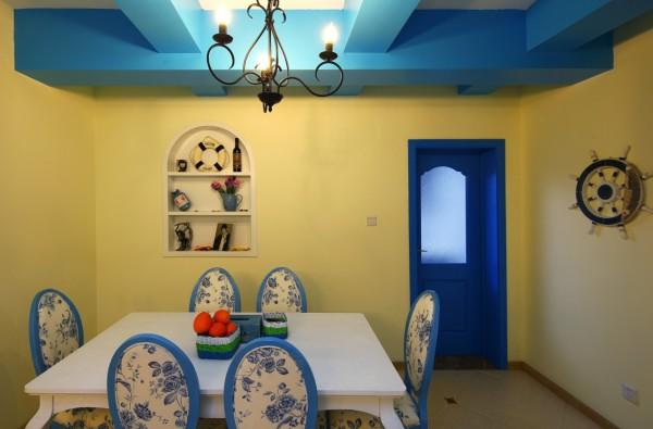 餐厅组合设计上注意空间搭配,充分利用每一寸空间,且不显局促、不失大气,解放了开放式自由空间;集装饰与应用于一体。