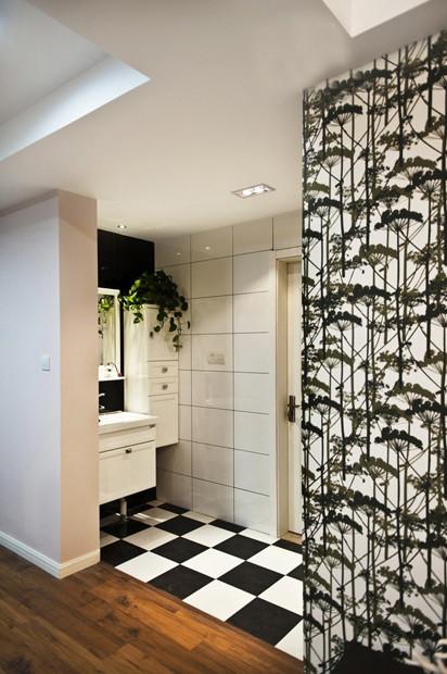 干区这里装了个小小的收纳柜,其实浴室间的收纳也是很重要的。