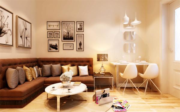 亮点:客厅的沙发采用订制的卡座式沙发,利用最小的空间,将沙发的功能发挥到最大。餐厅的墙上采用镜面装饰,进门之后拉大空间距离,减小拥挤感。