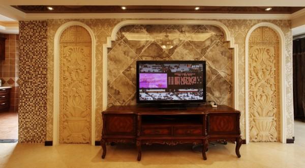 电视墙是整个房间的亮点。两边是用石膏浮线做出的造型,精美的浮雕让电视墙显得风情万种。中间用斜拼而成的砖来占据电视墙的主体,整体明快,有强烈的欧式审美气息。