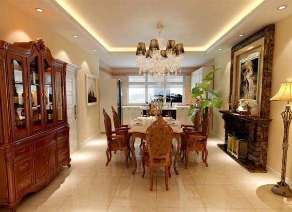 开放式厨房,白色欧式橱柜,樱桃木色家具与地面的米黄色相结合,顶面用直线吊顶与欧式吊灯提高了整体餐厅的高贵气质