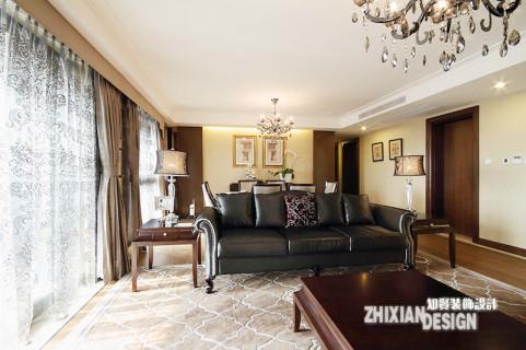 即使设计中古典的成分不不过分突出,仍使这里有了区别于现代的深度和气度。以头牛皮的神色沙发和造型典雅的茶几以及电视背景墙围成了客厅的核心地带。