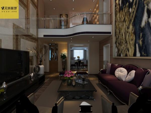 一楼客厅:客厅采用奢华沙发和茶几,独特的沙发背景墙和电视背景墙充分体现出业主与设计师共同追求的奢华文艺感觉。