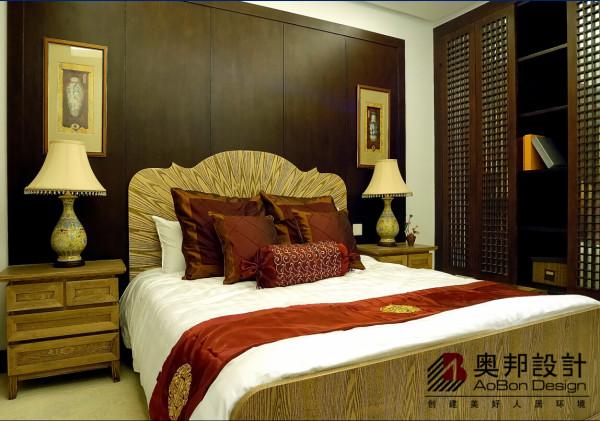 近些年中式住宅在中国房地产市场高调出现并呈蔓延趋势,对中式风格与现代生活方式的结合进行了多方面的探索,形成了一批既有有中国特色又有现代风格的新中式