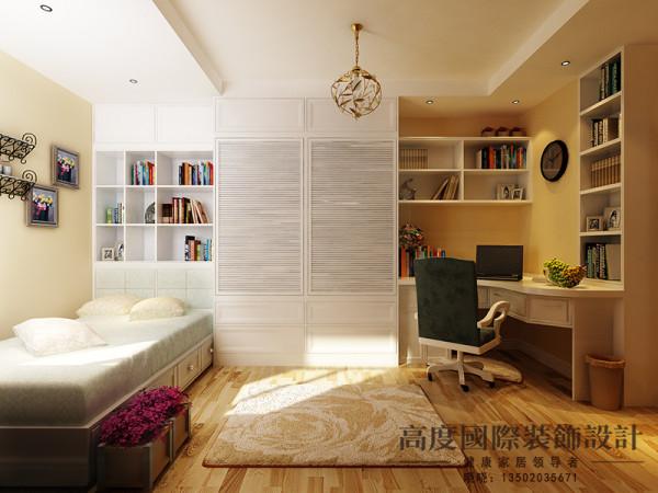 儿童房因为整体面积不是很大,但既考虑到储物空间还有功能性,设计师再设计的时候选择做了榻榻米式的床,床下都可以储物,包括做书柜还有衣柜的打制增大了储物空间,还满足了客户需求。
