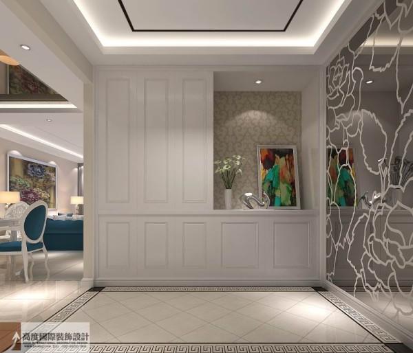 半遮半掩的玄关让客人感觉主人的神秘感,此手法出自于老北京四合院的一种形式表现,类似于影壁.