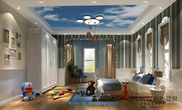 儿童房设计师选用蓝天白云的吊顶,给孩子贴近大自然的感觉,墙面选用素色系的壁纸,给人一种一种清新感。