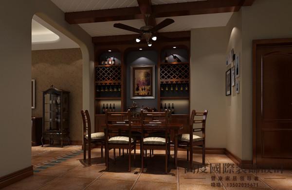 餐厅选用仿古砖做地砖,吊顶同样选用木梁做吊顶,有一种复古的感觉。酒柜的打制使整个空间很有情调。