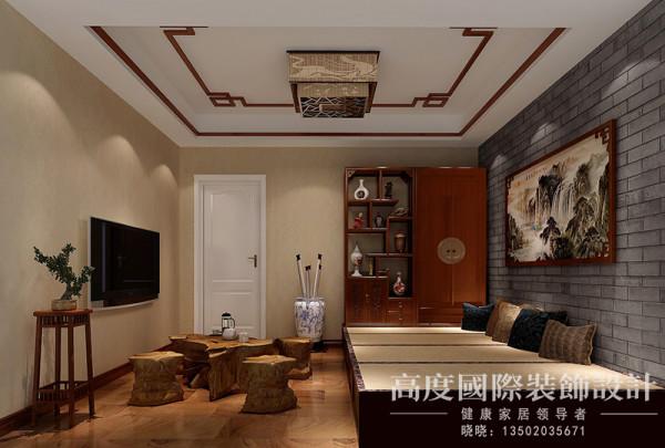 由于男女主人都比较喜欢喝茶,所以把书房做成了带有中式风格的茶室,榻榻米的打制,吊顶以及背景都有一种古香古色的美。