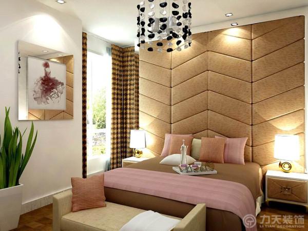 关于两个卧室,主卧有个落地小阳台,在视觉上拓展了空间,由于空间的限制,两个卧室都是尽量简约也相对简单的做法来弥补户型本身的不足。