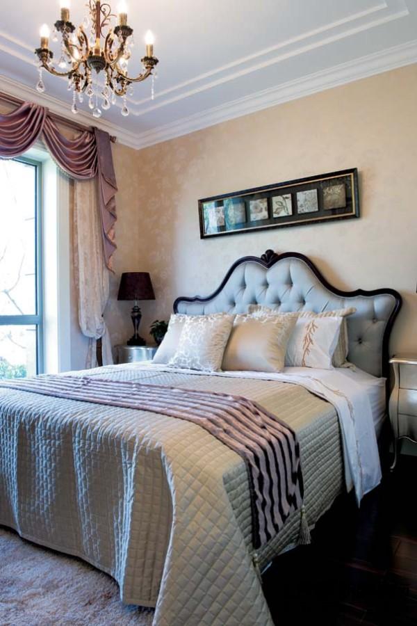 卧室的造型也是极致简单,最安逸舒适的休息地,不一定要繁复奢华,却一定可以在这里安静的好眠。