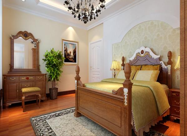 主卧作为业主休憩的场所,不需要过多的装饰,一面简欧图腾壁纸,点缀主卧单调的空间;床头背景墙的壁纸,与墙面的涂料完美结合,风格有壁纸的点缀,品味提升很多。