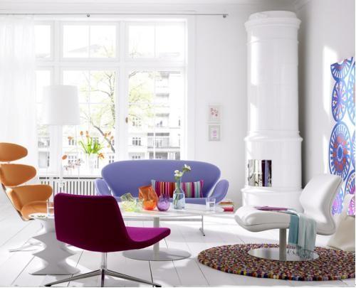使用低矮家具和浅色的天花板。小的空间通常天花板也比较低矮的,低矮家具和浅色的天花板使空间看起来更大。