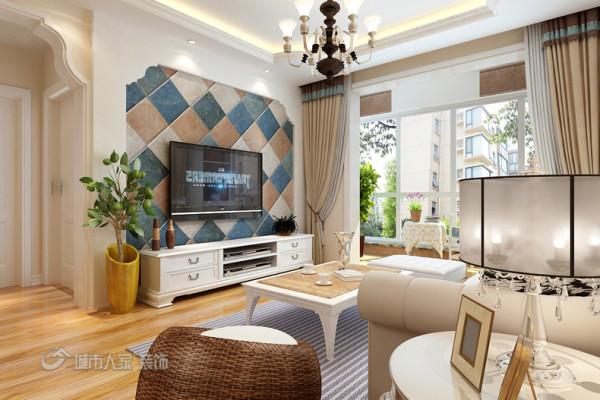 电视背景墙是选择的仿古砖作为背景。包括窗帘沙发套装都是精心挑选。