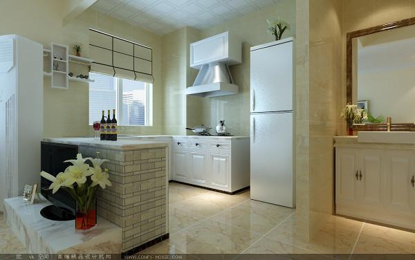厨房以象牙白为主,整体比较简洁,实用