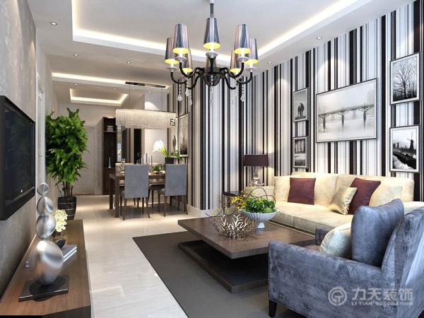 进入房间之后首先是一个客厅,客厅和餐厅构成了一个方形,较整齐。