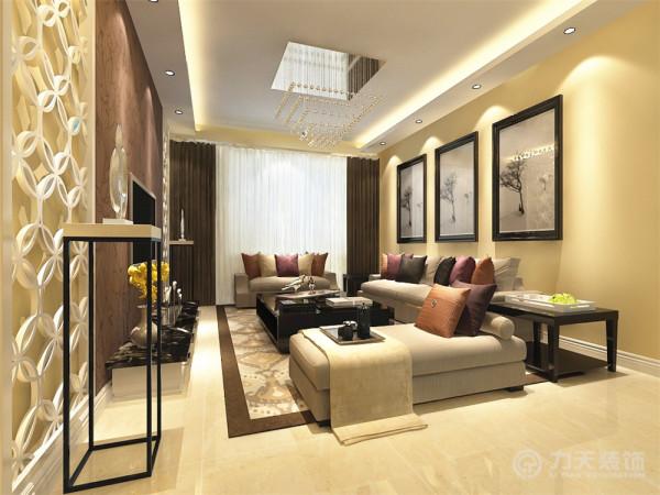 客厅带有飘窗,依次是书房和次卧室,这两个空间,采光较好,整体明亮。