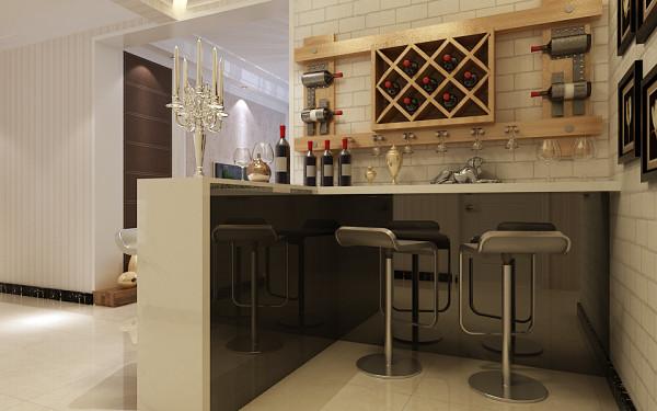 吧台的墙壁上做了个酒柜。收纳空间利用的不错哦。