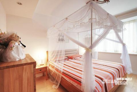 木质纹理明显的实木家具,映衬同色的实木地板,让居室由里而外的散发出原生的舒适感。