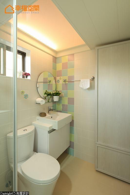 立体花朵的磁砖图案及色块,呈现出缤纷可爱的卫浴风格,让使用者感到心情愉快。