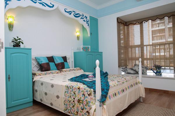 当然在一些材料上面,基本都是选用了比较适合地中海的,比如有蓝色的墙漆,蓝色的家具,想海洋一样的感觉。