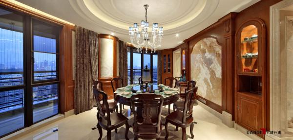 名雕丹迪别墅设计--天御山别墅--中美混搭--餐厅:中式餐桌椅设计,搭配美式风情装修设计,使餐厅空间感极强
